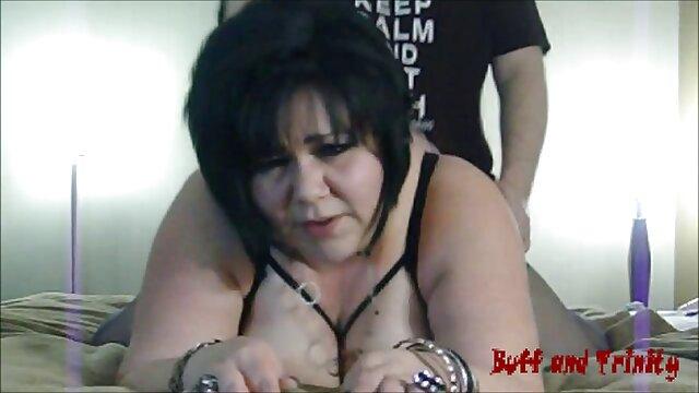 La dama ama la penetración profunda videos de cerdas maduras en todos los agujeros