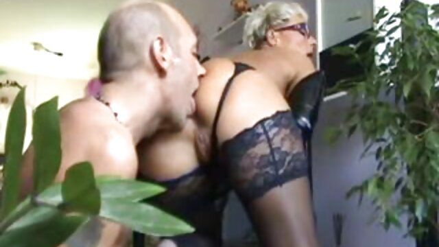 La señora atada a la cama y follando bien a su xxx maduras brazzers vecino