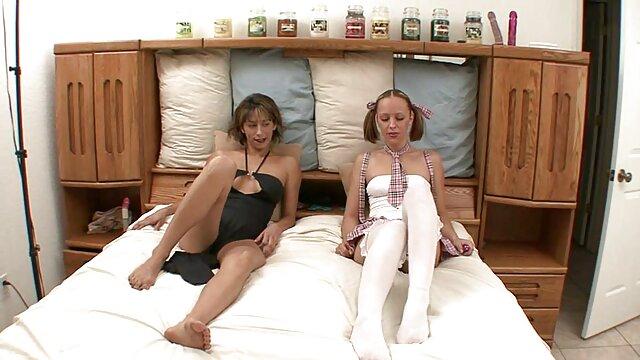 Estrella porno lesbianas maduras y jovencitas madura se divierte con varios falos masculinos enormes