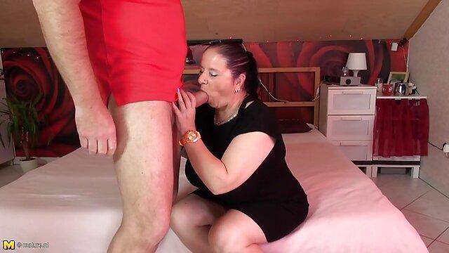 Dos lesbianas maduras fuman desnudas y se acarician videos mexicanas maduras un poco