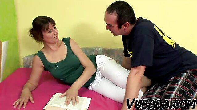 Una mujer pelirroja gorda se puso en contacto fácilmente maduritas con jovenes con un artista del sexo para tener sexo duro y caliente