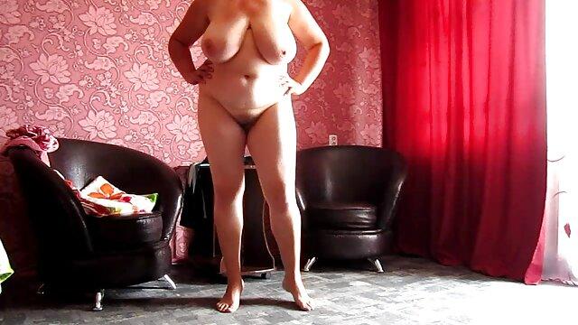 Luscious latina porn model da un lesbianas maduras seduciendo magnífico masaje con jabón